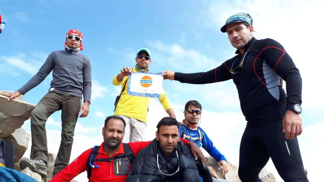 Photo of صعود کوهنوردان قشمی به ارتفاع ۴ هزار و ۸۵۰ متری علم کوه