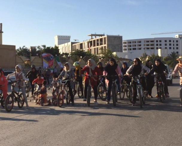 تصویر از همایش دوچرخهسواری ویژه بانوان در قشم برگزار شد