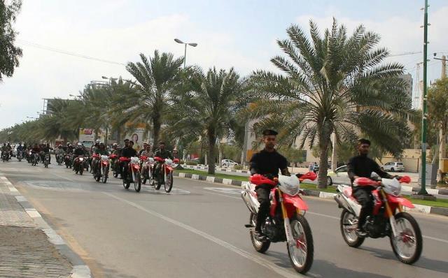 تصویر از در نخستین روز دهه فجر؛ رژه اقتدار ۴۰ بسیجی موتورسوار قشمی برگزار شد